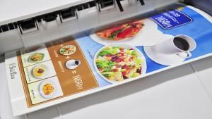 ラミネート不要のレーザープリンター専用耐水紙「ラミフリー」を綺麗に印刷する方法。「手差しトレイ」から「より厚手」の設定で。